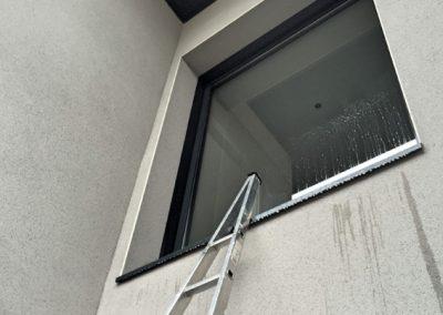 Lavage-de-vitre-laveur-vitrerie-nettoyage-Fenetre-en-hauteur-ACNET-Entreprise-de-nettoyage-meyzieu-pusignan-rhone-ain-isere-rhone-alpes