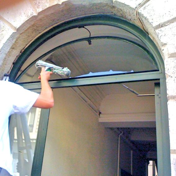 Lavage de vitres, Laveur de vitres professionnel, nettoyage de vitres - Devis gratuit nettoyage vitrerie - ACNET Le Multiservice