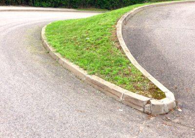 Désherbage bordure de trottoir