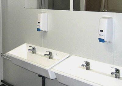 Evier-sanitaire-Nettoyage-de-bungalow-BASE-VIE-CHANTIER-pour-le-BTP-Rhône-69-Ain-01-Isère-38-Rhône-Alpes-ACNET-à-Meyzieu-Pusignan