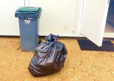 bac-poubelle-Nettoyage-de-bungalow-BASE-VIE-CHANTIER-pour-le-BTP-Rhône-69-Ain-01-Isère-38-Rhône-Alpes-ACNET-à-Meyzieu-Pusignan
