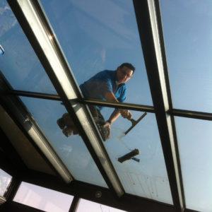 Lavage-de-vitres-lavage-nettoyage-toiture-veranda-ACNET-Entreprise-de-nettoyage-Laveur-de-vitres-meyzieu-pusignan-rhone-ain-isere-rhone-alpes