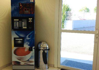 entretien de bureaux - hall acceuil - entreprise de nettoyage ACNET